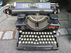 800px-TypewriterHermes